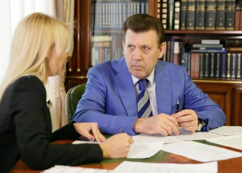 Кивалов снялся с выборов после брошенной в его двор гранаты «фото»