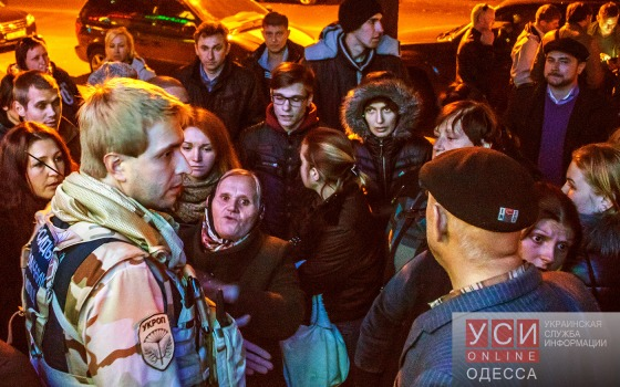 Более сотни человек собрались у штаба Гурвица, требуя денег за работу на выборах (фото) «фото»