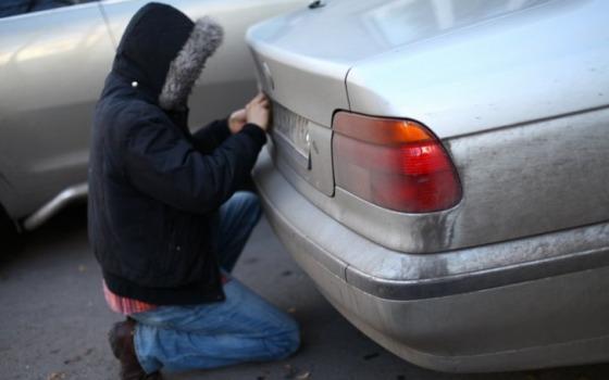 В Одессе задержали вора номерных знаков автомобилей «фото»