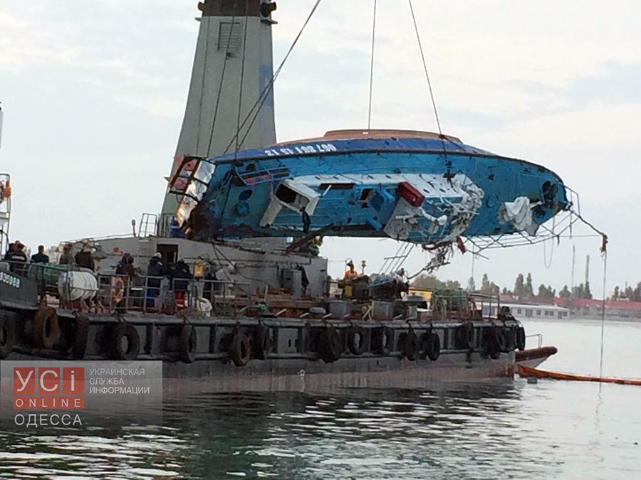 В поднятом со дна моря катере «Иволга» нашли тела двух пассажиров «фото»