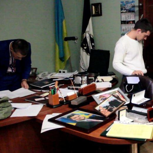 Мэр Южного Новацкий в сейфе держит не деньги, а алкоголь «фото»