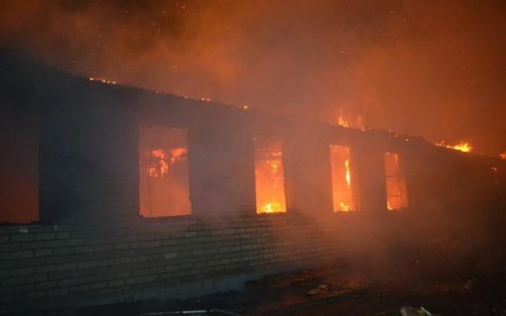 У Одесских пожарных была «горячая» ночь: тушили кухню, автомойку и казарму «фото»