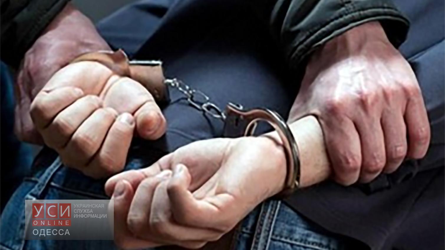 В Белгород-Днестровске правонарушителя выдало нервное поведение на улице «фото»