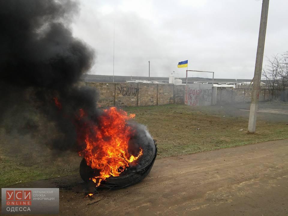 Под Одессой начался мини-майдан (фото) «фото»