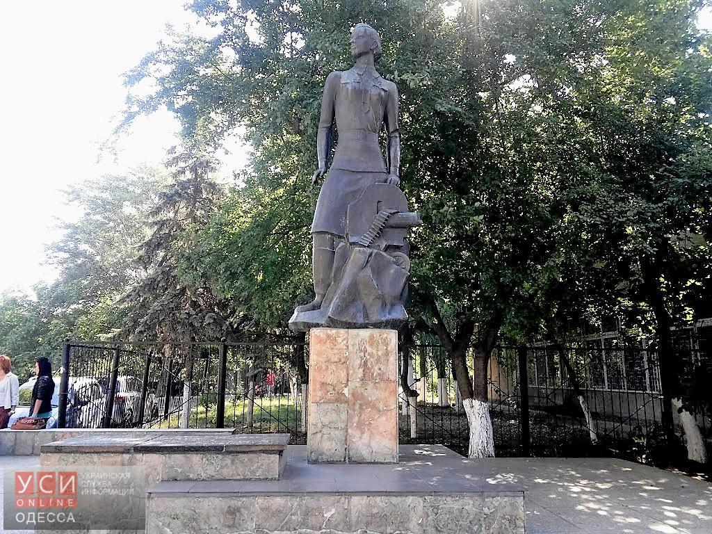 Памятник Ониловой
