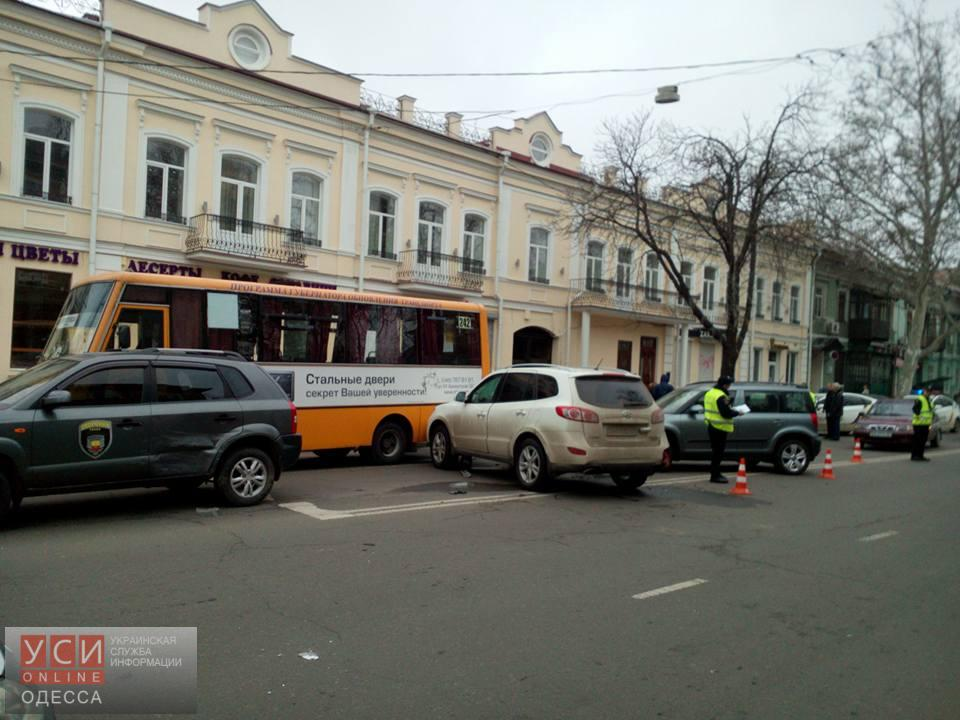 Массовое ДТП в центре Одессы: возле Свято-Троицкого собора столкнулось сразу пять авто (фото) «фото»