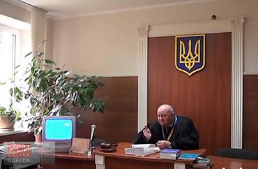 Скандального судью Приморского райсуда на один месяц лишили права на получение доплат (видео) «фото»