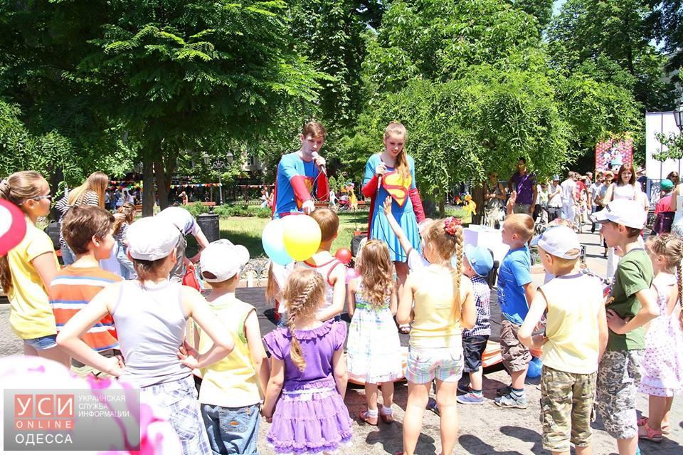В Горсаду детей развлекают супергерои (фото) «фото»