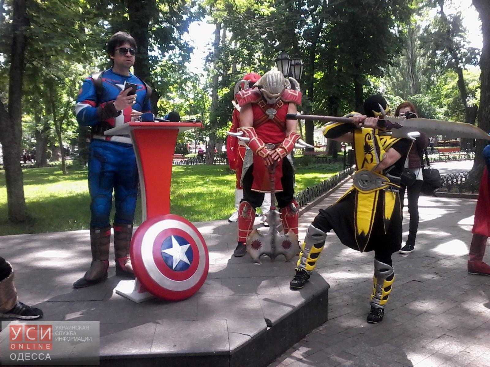 Одесситам предлагают одеться в костюмы супергероев и помочь детям