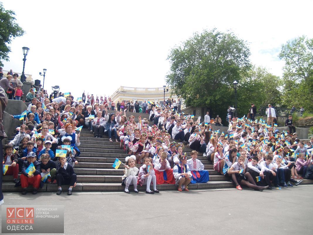 В Одессе тысячи школьников и студентов вышли на вышиванковый флешмоб (фото) «фото»