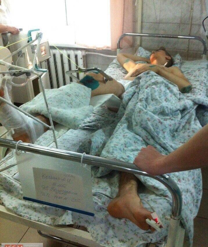 Парень, попавший под трамвай в Одессе, пробудет в больнице полгода: у него сломан позвоночник «фото»