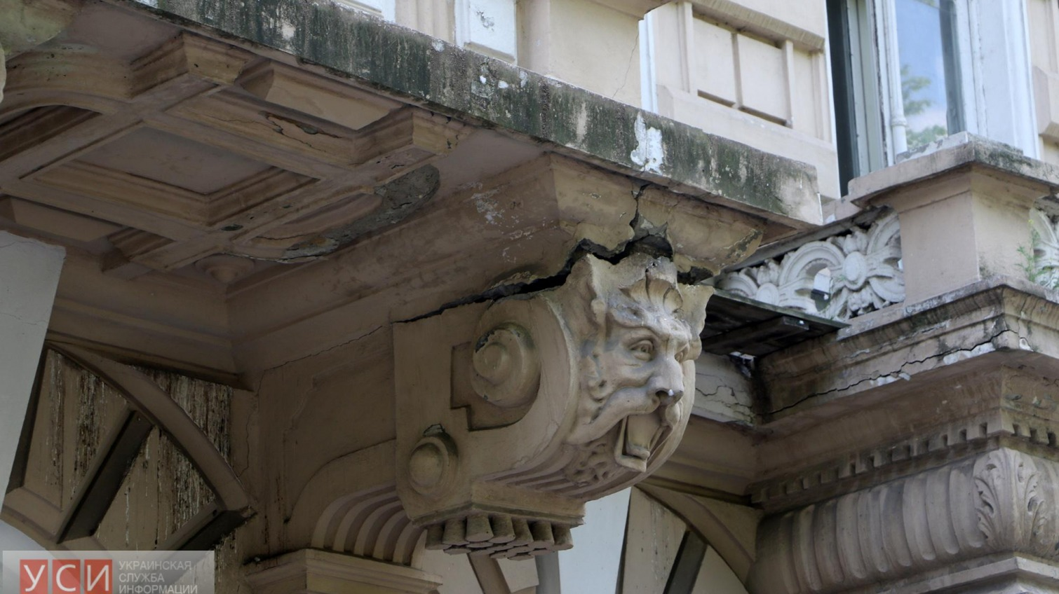 Фотофакт: лев на Приморском бульваре может обвалиться (фото) «фото»