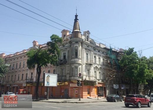 В Одессе неизвестные сами покрасили фасады памятников архитектуры, по которым были открыты торги (фото) «фото»