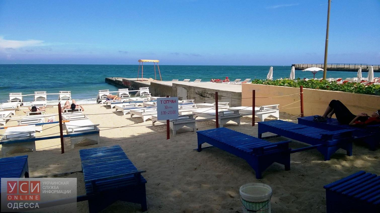 В Одессе на бесплатном пляже для воинов АТО установили платные топчаны (фото) «фото»