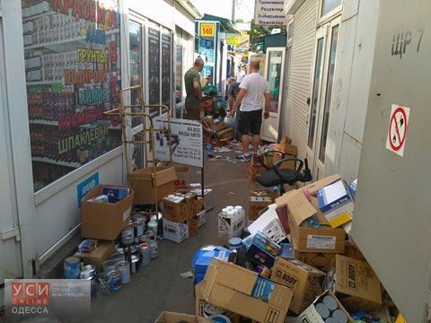Неизвестные на рынке «Успех» устроили погром в магазинах, выделенных воинам АТО (фото) «фото»