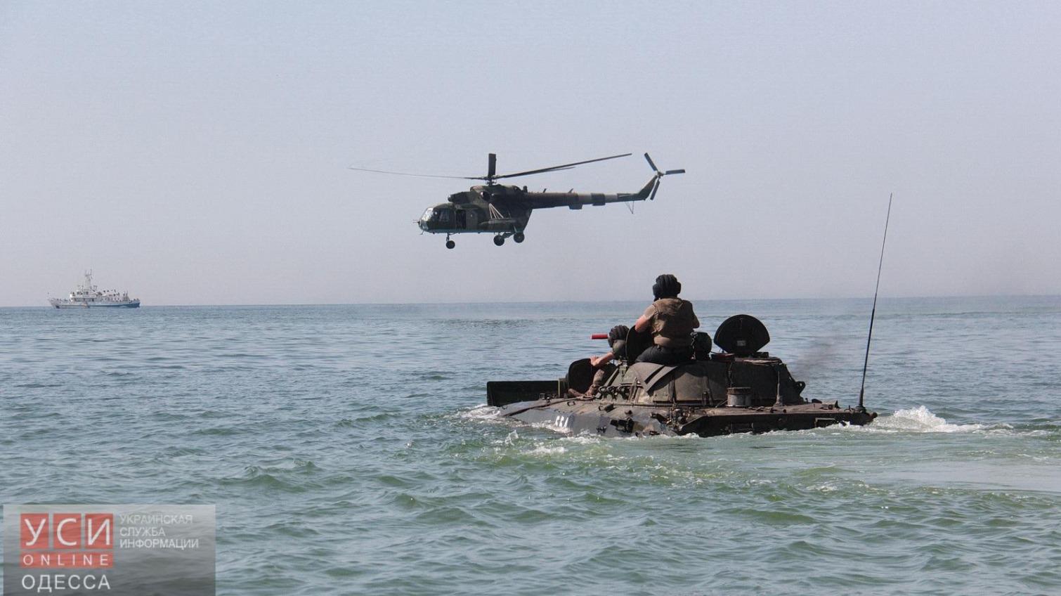 Курсанты Одесской военной академии впервые вывели боевую технику в море (фото) «фото»