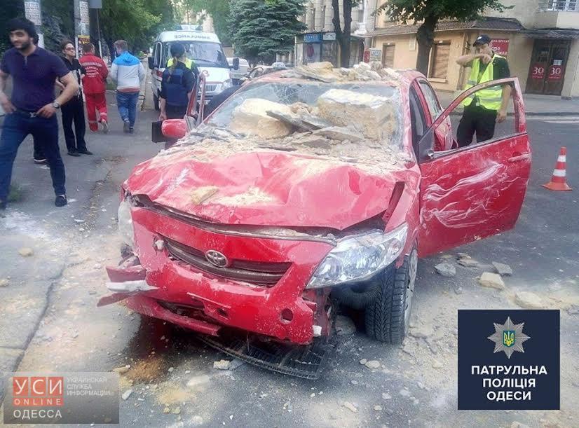 ДТП в Одессе: несовершеннолетний водитель протаранил забор военного госпиталя «фото»