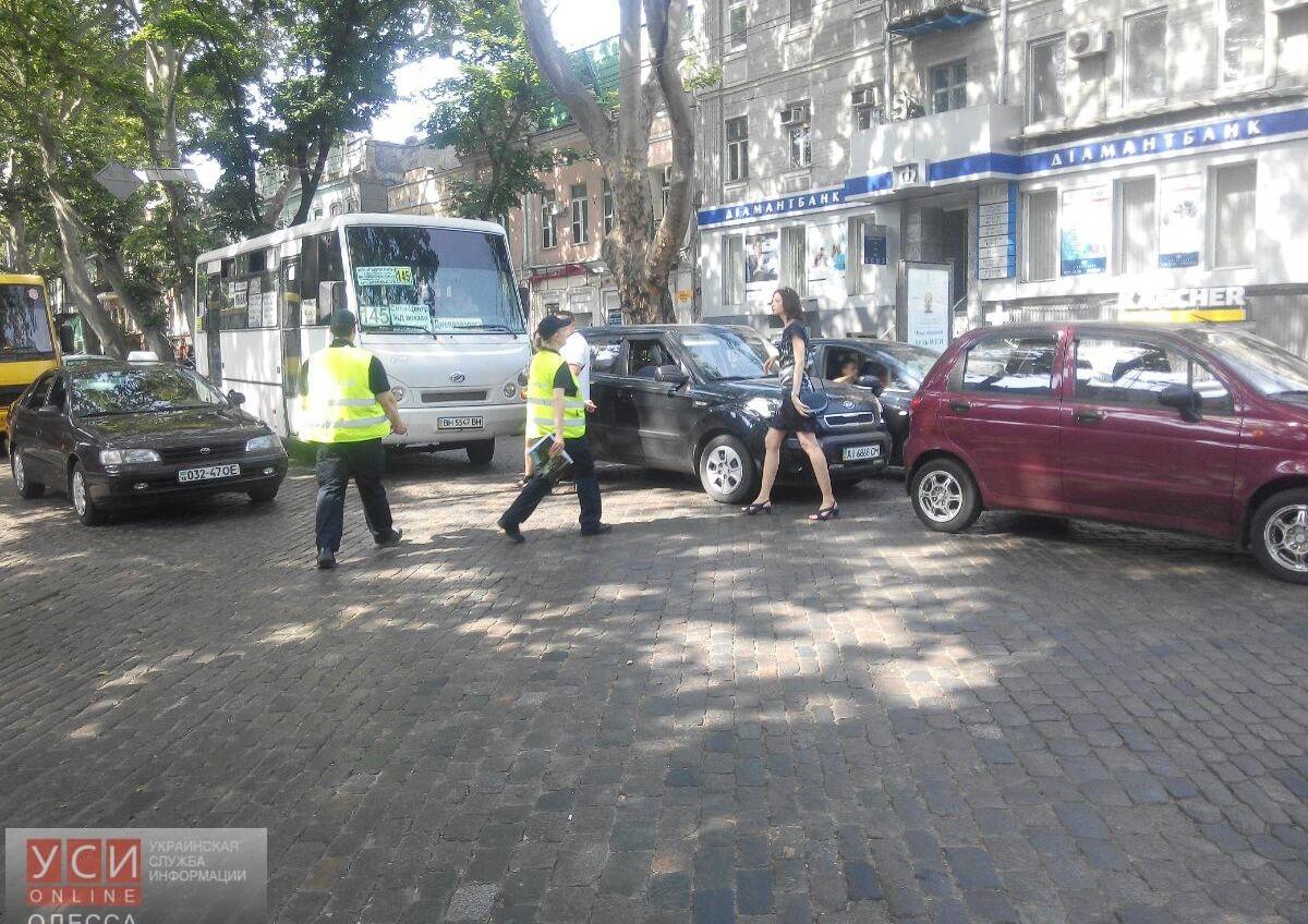 В центре Одессы авария с участием трех автомобилей: пробка тянется до Краснова (фото) «фото»