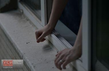 На Ланжероновской мужчина выпал из окна в закрытый двор офиса «фото»