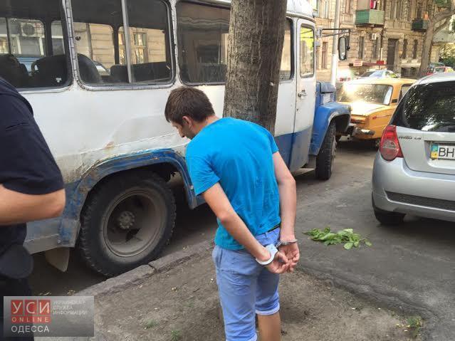 В Одессе задержали ранее судимого уличного грабителя (фото) «фото»