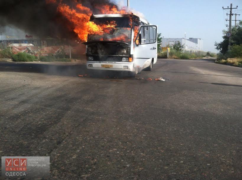 В пригороде Одессы сгорела дотла маршрутка «фото»