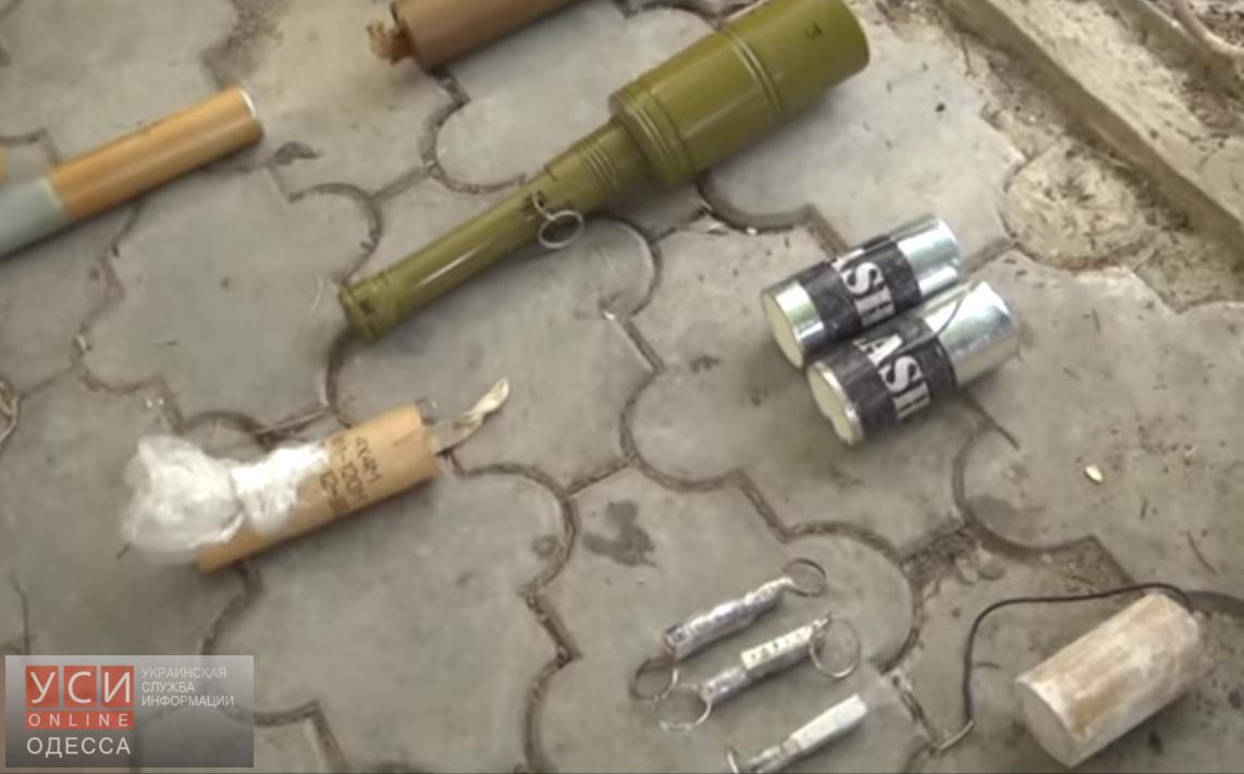 Полицейские обнаружили под Одессой арсенал оружия (видео) «фото»