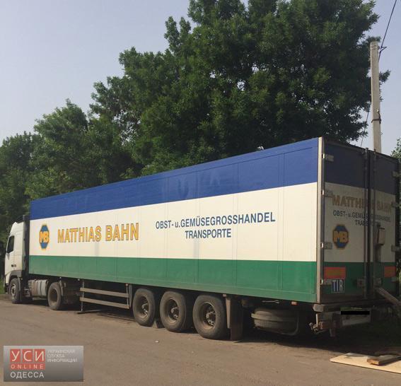 Почти 40 тысяч литров контрафактного спирта полицейские нашли в грузовике, остановленном в Одесской области «фото»