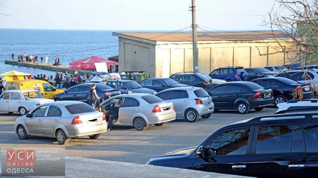 В Одессе прибрежным парковкам снизили ставки «фото»