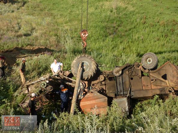В Одесской области перевернулся комбайн: есть погибшие