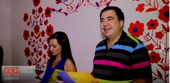 """Одесский «домик бракосочетаний» заработал круглосуточно: ночью Саакашвили """"женил"""" одесского футбольного судью (видео)"""