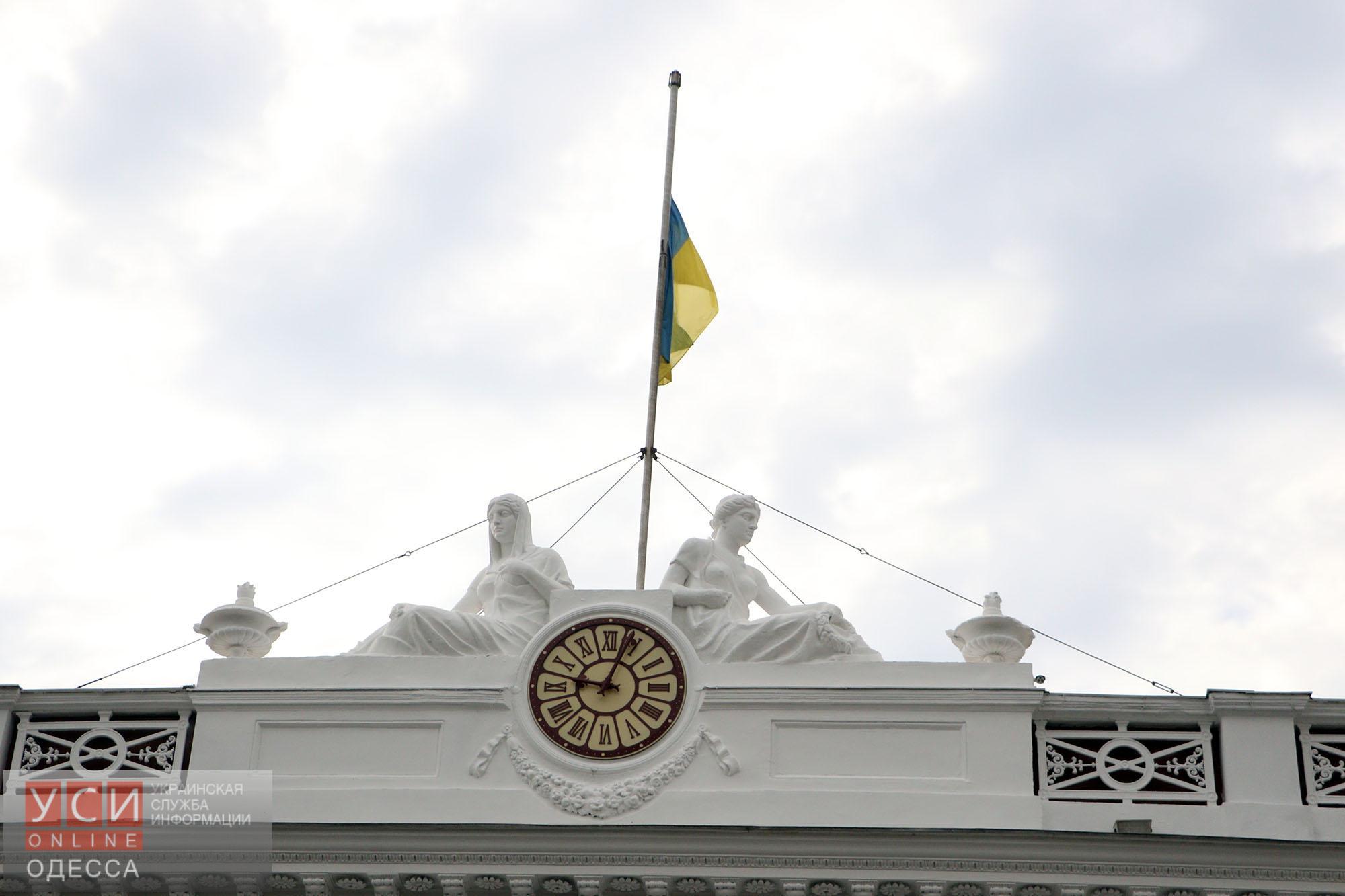 На Думской состоялось торжественно поднятие флага (фото)