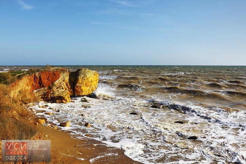 СЭС не рекомендует купаться на пляжах Одессы: из-за ливня нечистоты попали в море «фото»