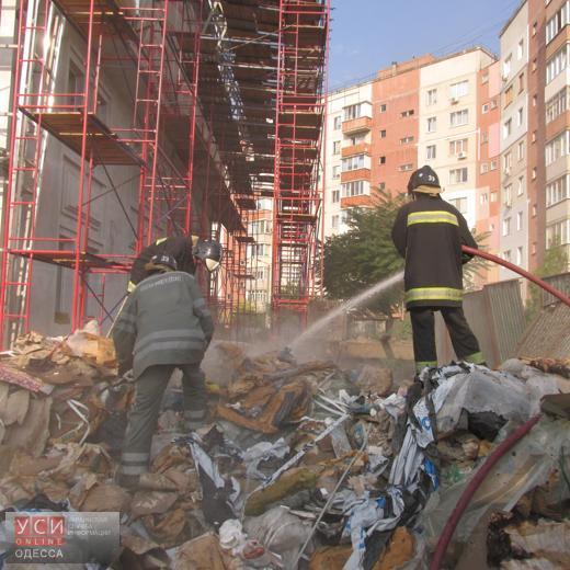 Из-за пожара на свалке чуть не загорелось новое здание Южненского горсовета (фото)