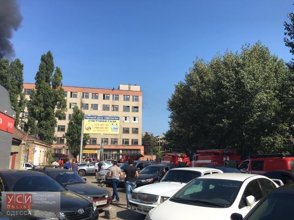 В Одессе возле радиорынка горит здание (фото) «фото»