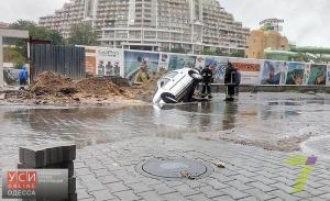 «Аркадия-Сити» заплатит штраф за провалившееся в яму авто