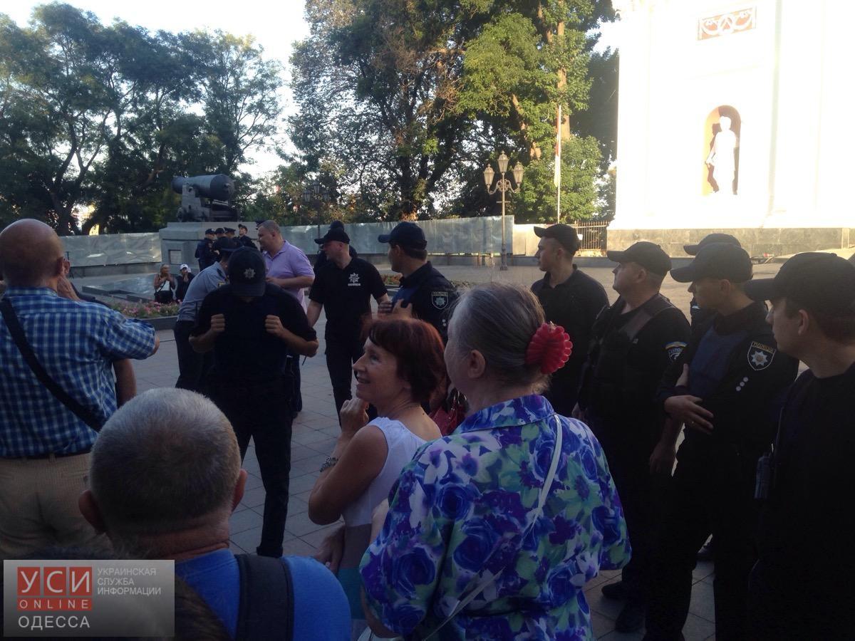 У Одесской мэрии подрались активисты и муниципальная охрана