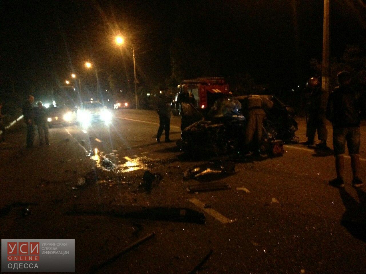 БМВ столкнулся сфурой под Одессой: шофёр легковушки умер