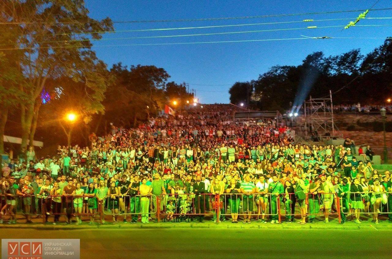 Тысячи одесситов на Потемкинской лестнице: празднование Дня города завершилось концертом (фото) «фото»