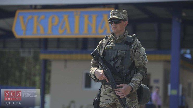 Таможенники задержали 2-х вооруженных одесситов, которые пытались покинуть страну