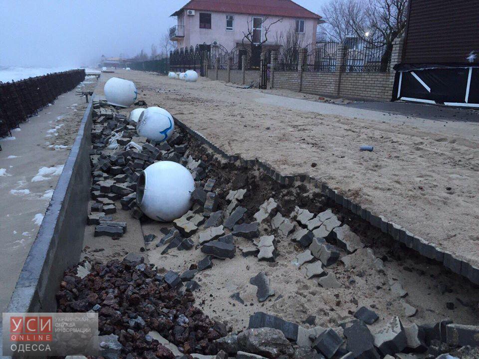 Последствия шторма в Затоке: поселок затоплен, а новая набережная разрушена (фото, видео)