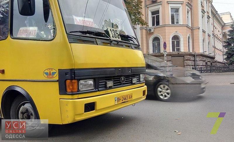 Около управления СБУ вОдессе обстреляли маршрутку