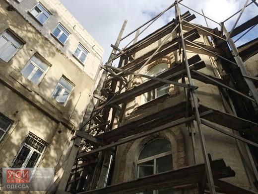 В центре Одессы обнаружили незаконные мансарды и пристройки (фото)