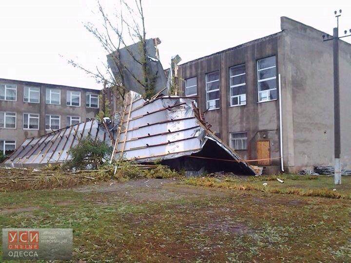 В школе под Одессой ветер сорвал всю крышу (фото)