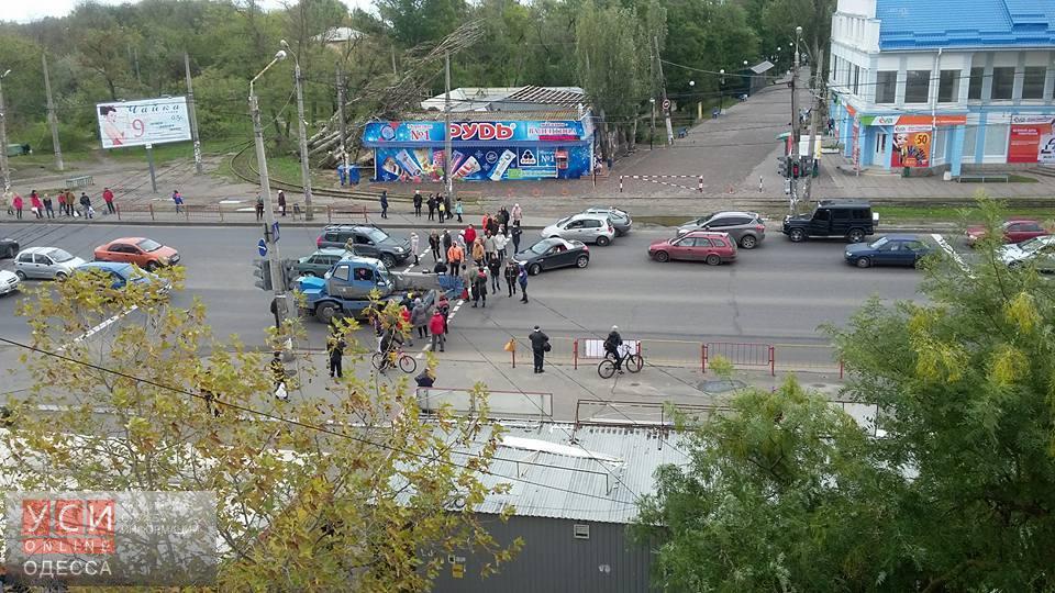 Транспортный коллапс для одесского поселка Котовского усугубляется: вЛузановке перекрыли дорогу