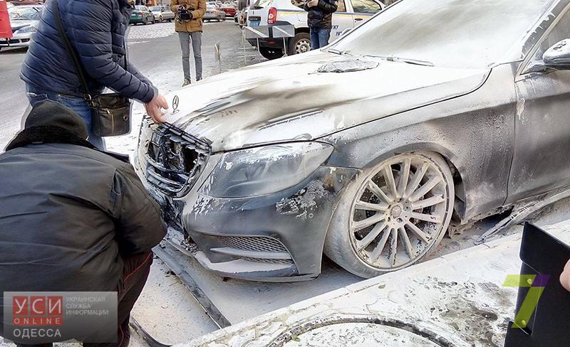 На Еврейской неизвестные подожгли автомобиль работникам фирмы (фото)