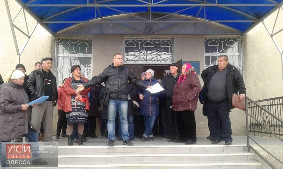 ВОдесской области люди перекрыли дорогу Одесса-Южный