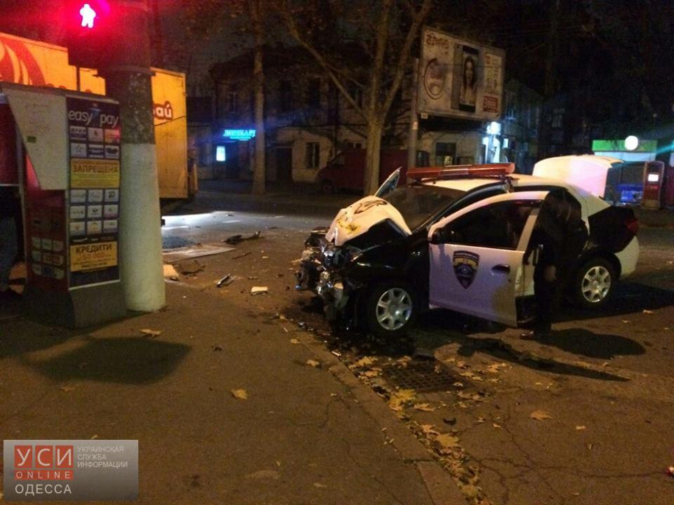 Автомобиль частной охраны влетел в хлебовозку на Молдаванке: двое пострадавших (фото) «фото»