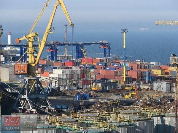 Представители одесского порта снова вынуждают перевозчиков ехать через платный «Евротерминал» «фото»