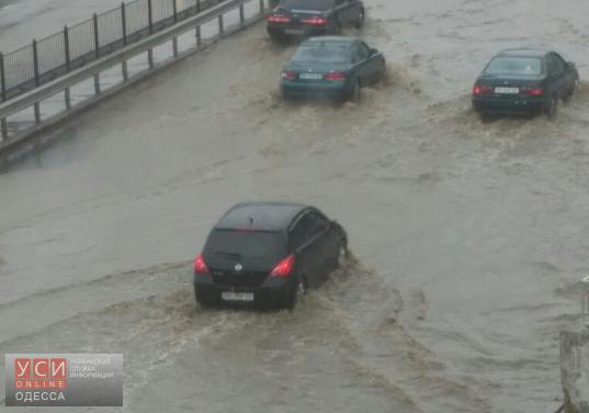 В результате дождя, многие улицы в Одессе затопило (фото) «фото»