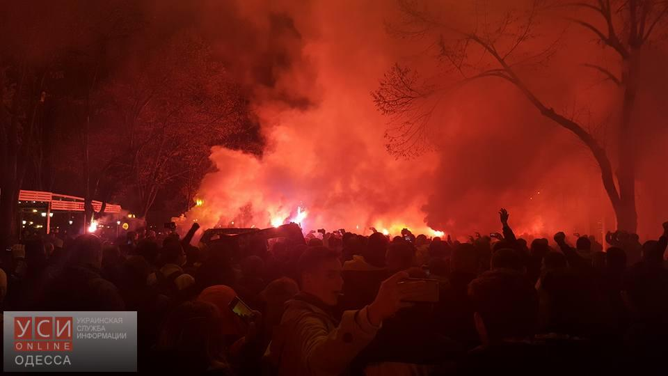 Фанаты совсей Украины прошлись маршем поцентру Одессы